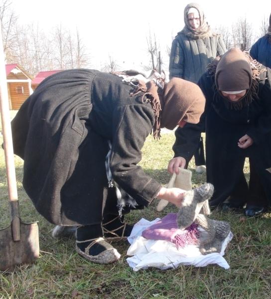 Аликовский район: сбор тёплых вещей для строителей рубежей обороны